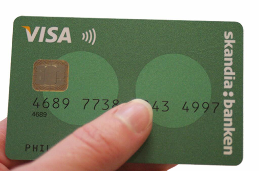 <b>KONTAKTLØS BETALING:</b> Kunder med Skandiabankens Visa-kort skal nå få teste kontaktløs betaling. Foto: SKANDIABANKEN