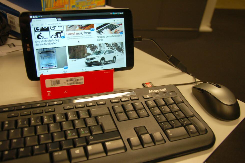 Foto: Med et hjemmelaget stativ og PC-tastatur og mus blir nettbrettet nesten som en PC.