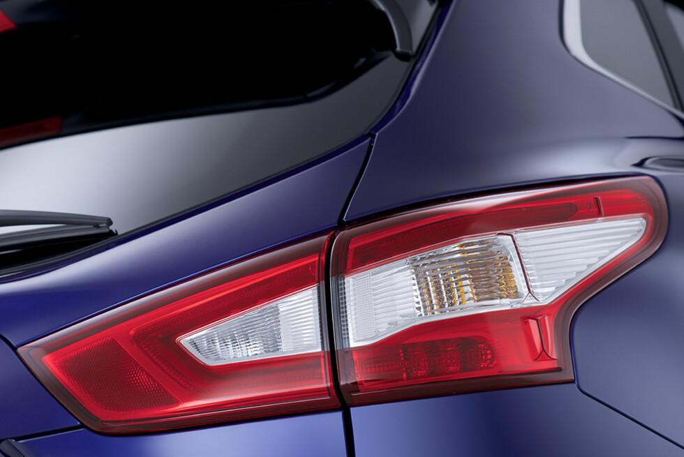 Baklyktene er ikke spesielt oppsiktsvekkende i seg selv, men harmonerer godt med resten av designet. Foto: Nissan