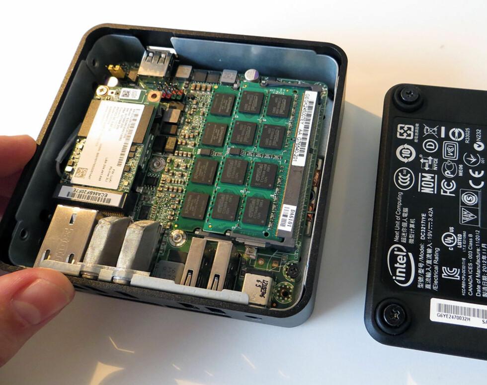 Fire skruer og vips, så har du tilgang til innmaten. Å bytte SSD og minne er gjort på sekunder. Foto: Bjørn Eirik Loftås