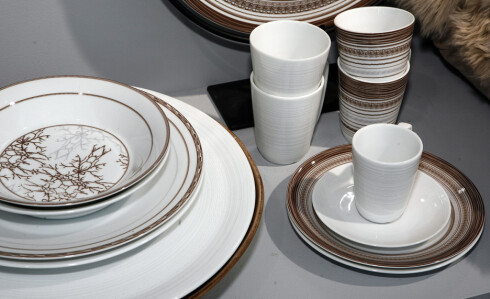 Servise med mønster, som her fra den norske produsenten Wik & Walsøe, kan fint vaskes i maskin, men knip litt igjen på vaskepulveret. Foto: Per Ervland