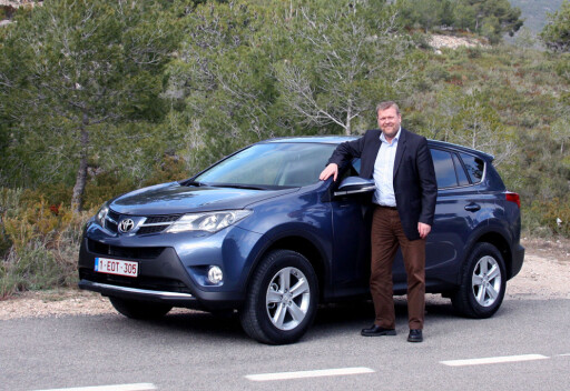 TOYOTA-SJEF: Lars-Erik Årøy har delt en mengde synspunkter på fremtidens utvikling av bilindustrien med oss. Foto: Knut Moberg