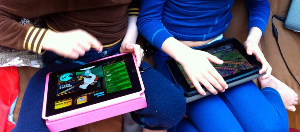 PASS GODT PÅ: Når du overlater iPad-en til ungene, er det lurt å følge med på hva slags kjøp de foretar. Ellers kan det gå hardt utover lommeboka. Foto: Karoline Brubæk