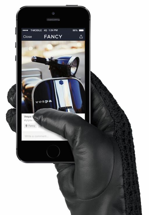 KJEKT Å HA #2: Det finnes vanter og hansker som kan benyttes med berøringsskjermen på smartmobilen, som disse skinnhanskene fra Mujjo. Foto: MUJJO