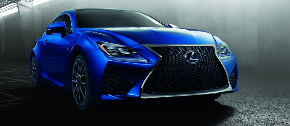 Lexus RC-F vises på bilmessen i Detroit nå i januar. Den skal gi hodebry for klassens andre sportslige coupeer.  Foto: Produsenten