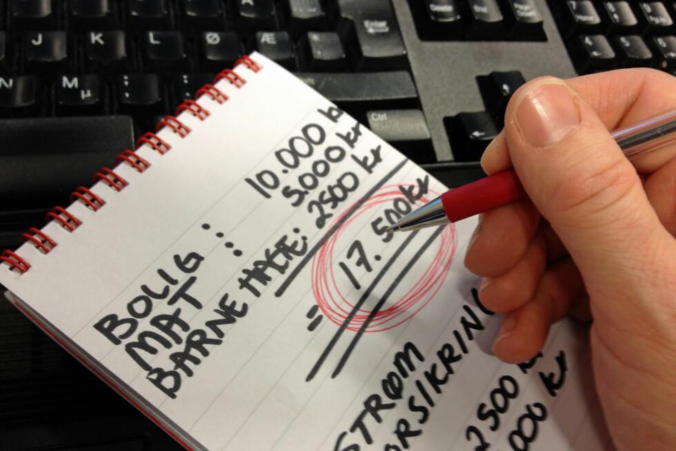 Å sette opp budsjett er viktig for å få oversikt over egen økonomi. Foto: Berit B. Njarga