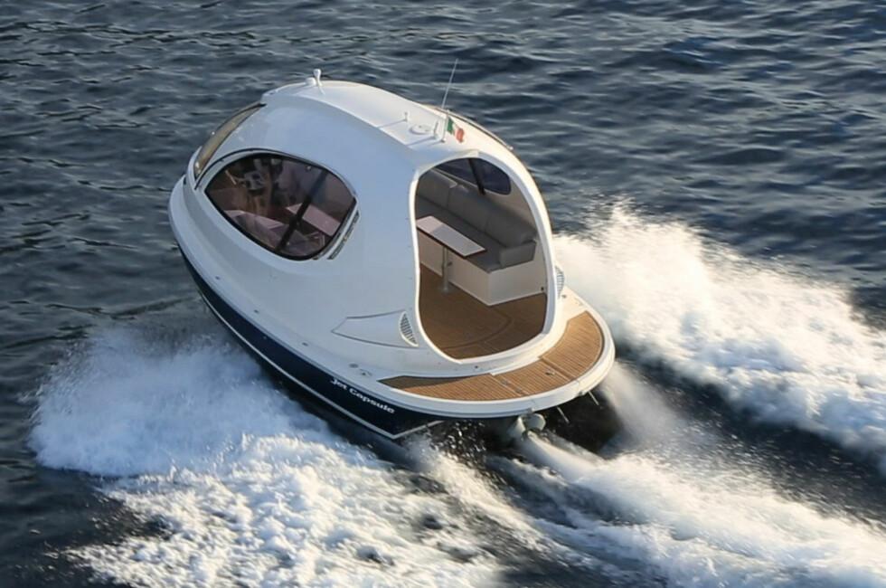 DISTINKT: Det er ikke noe å si på det svært originale utseendet på denne båten. Foto: Jetcapsule.com