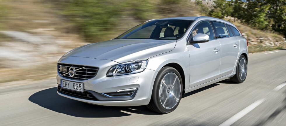 Volvo V60 har fått mindre endringer som frisker opp en ellers kjent front.   Foto: Lord Arnstein Landsem