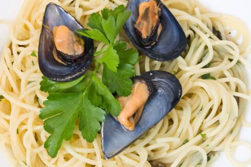 ENKELT OG BILLIG: Serverer du pasta med hvitvinsdampete blåskjell, har du middag til hele familien for under en hundrelapp. Foto: Panthermedia