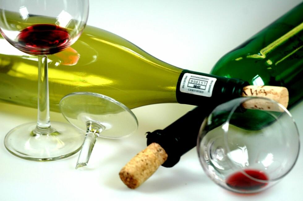 Slumpene i glassene til gjestene kan du la gå i vasken, men er det noe igjen i flaskene, kan det bli til mye godt. Foto: Panthermedia