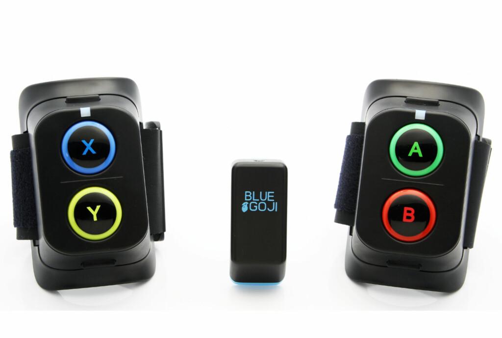 <strong>SENSOR OG HÅNDKONTROLLERE:</strong> Sensoren sender dine treningsdata til Goji Play-appen du laster ned, mens håndkontrollene lar deg spille ulike typer småspill.  Foto: Bluegoji.com