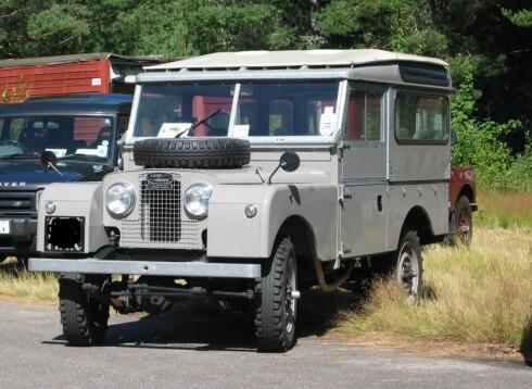 """Dette er en Land Rover av den opprinnelige """"Series 1"""", her i såkalt Safari-utførelse.  Foto: Wikimedia Commons"""