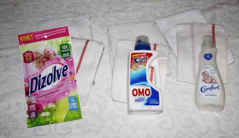 Gamle slitte håndklær (bak) og nye kjøkkenhåndklær ble behørig vasket med Dizolve, vanlig vaskemiddel, og vaskemiddel + tøymykner. Det var forskjell.  Foto: ELISABETH DALSEG