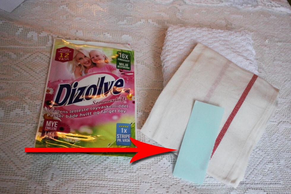 """Ville du stolt på at vasken ble ren med denne lille blå """"papirremsen""""? Vi har testet. Foto: Elisabeth Dalseg"""