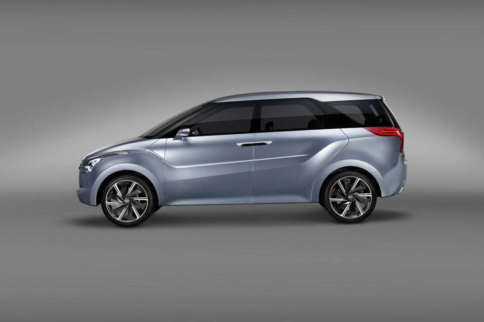 EFFEKTIV INNPAKNING: 430 centimeter i lengden er omtrent som VW Golf. Men selv ikke Hyundai kan trylle - bruker man de åtte plassene, kan man glemme å ta med mer enn en reiseveske eller to inne i bilen. Foto: Hyundai