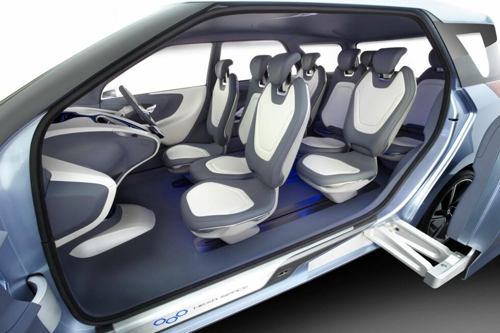 PUSLESPILL-LØSNING: Slik er plassproblematikken tenkt løst: Tre i bredden i første og annen rad, i offset-konfigurasjon - og to plasser bakerst. Foto: Hyundai