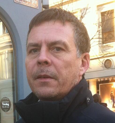 Kenneth Abrahamsen fordeler 10.000 kroner på fire barn  Foto: Anne Ross Solberg