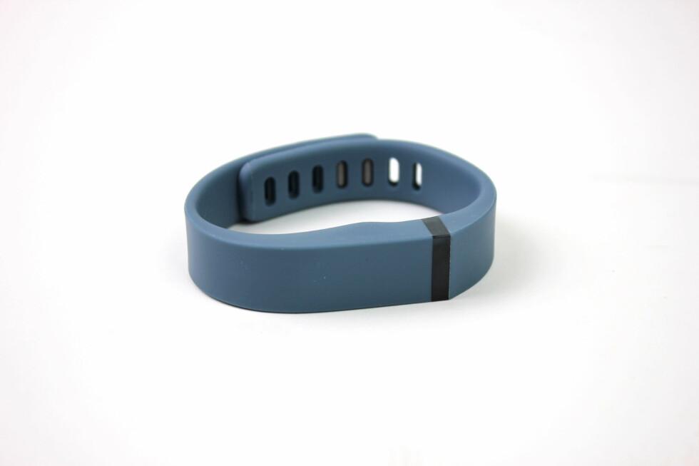 Fitbit Flex kommer i flere farger, deriblant blått, svart, rødt og grønt. Foto: KIRSTI ØSTVANG