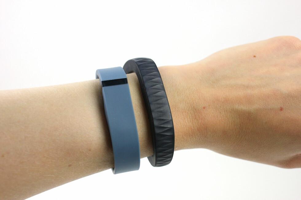 Fitbit Flex ved siden av Jawbone Up. Ganske forskjellige hva gjelder utseende - men også funksjonalitet. Foto: KIRSTI ØSTVANG
