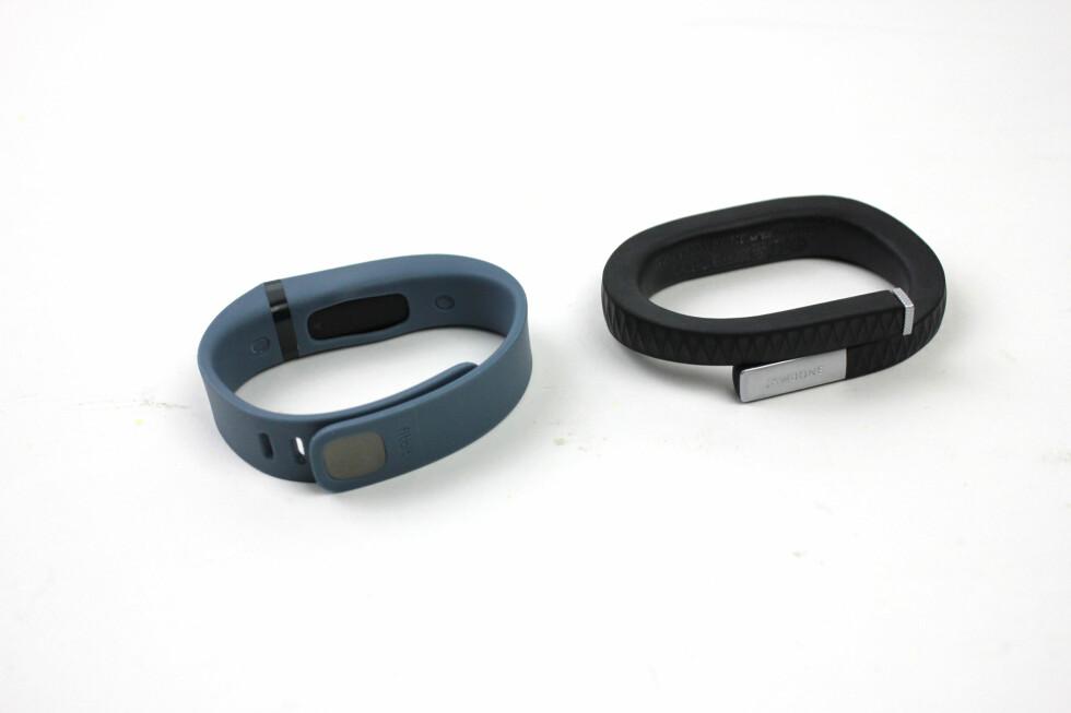 Fitbit Flex og Jawbone Up ved siden av hverandre. Foto: KIRSTI ØSTVANG