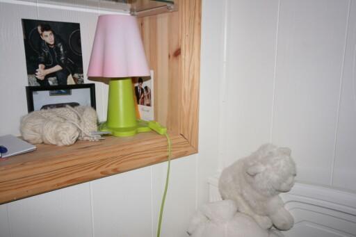 På barnerom bør man ikke ha løse lamper, fordi det er større fare for at de kan velte og starte en brann. Foto: Berit B. Njarga