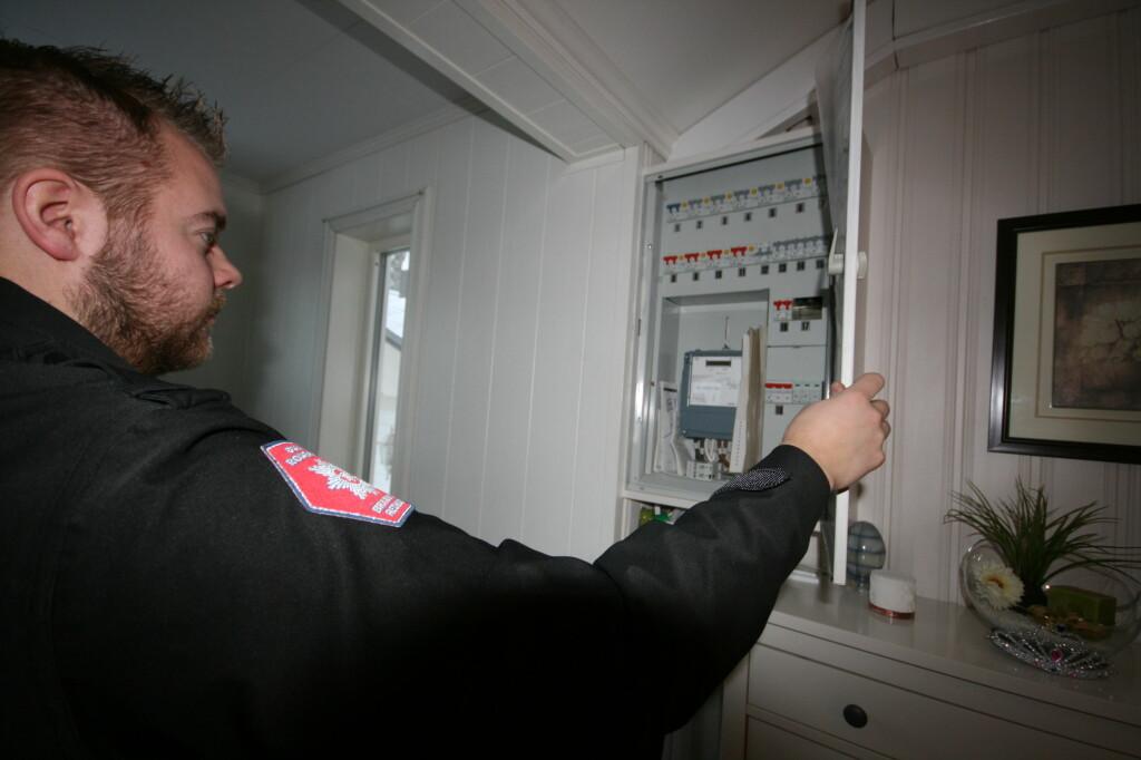 Det er stort sett ikke varmegang i nye sikringsskap, som er et av sjekkpunktene i en boligkontroll. Foto: Berit B. Njarga