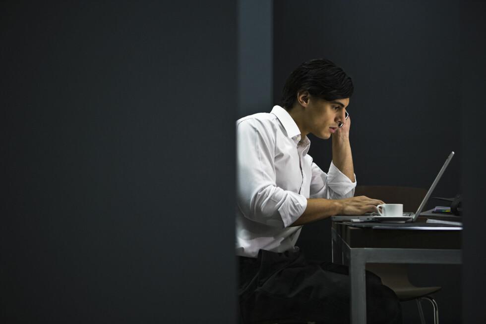 Blant annet innen bank og finans forventer en stor andel av lederne at deres arbeidstakere jobber overtid. Foto: AltoPress / Maxppp