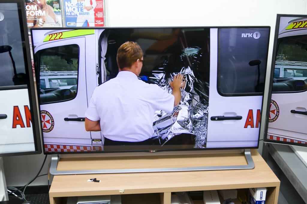 Protip for deg som krangler med kjæresten om størrelsen: LGs nesten rammeløse design gjør at TV-en ser mindre ut enn den er.  Foto: PER ERVLAND / DINSIDE.NO