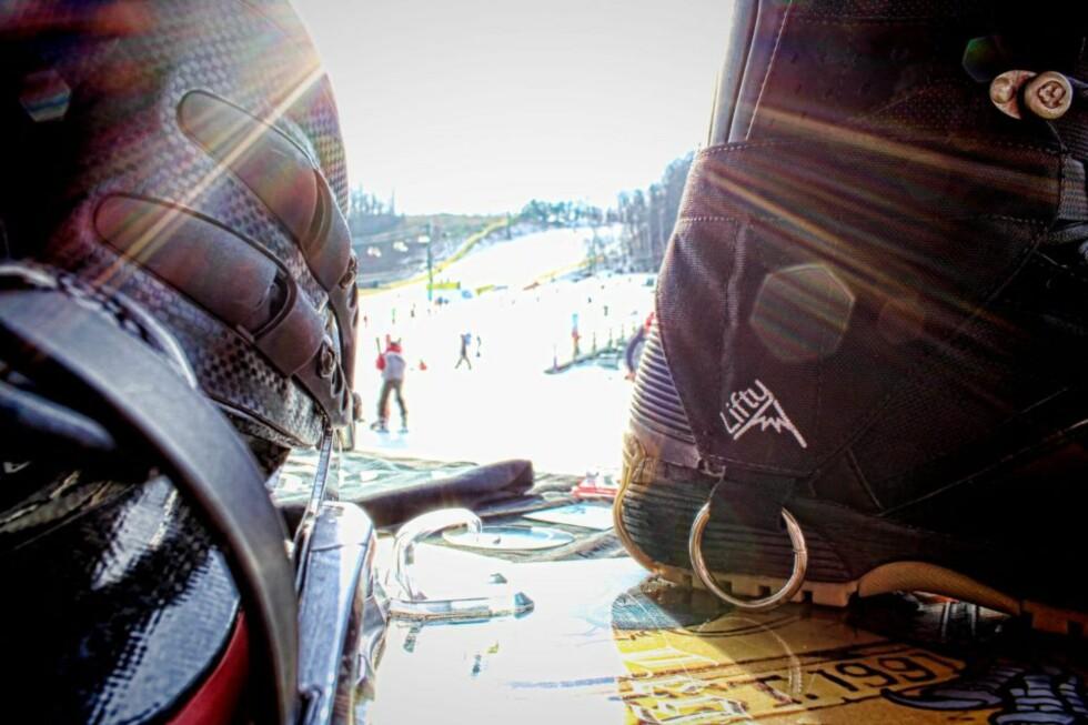 SMART: Du hekter på ringen på karabinhaken uten å måtte bøye deg ned, så gjør Lifty resten av jobben.  Foto: TheLifty.com