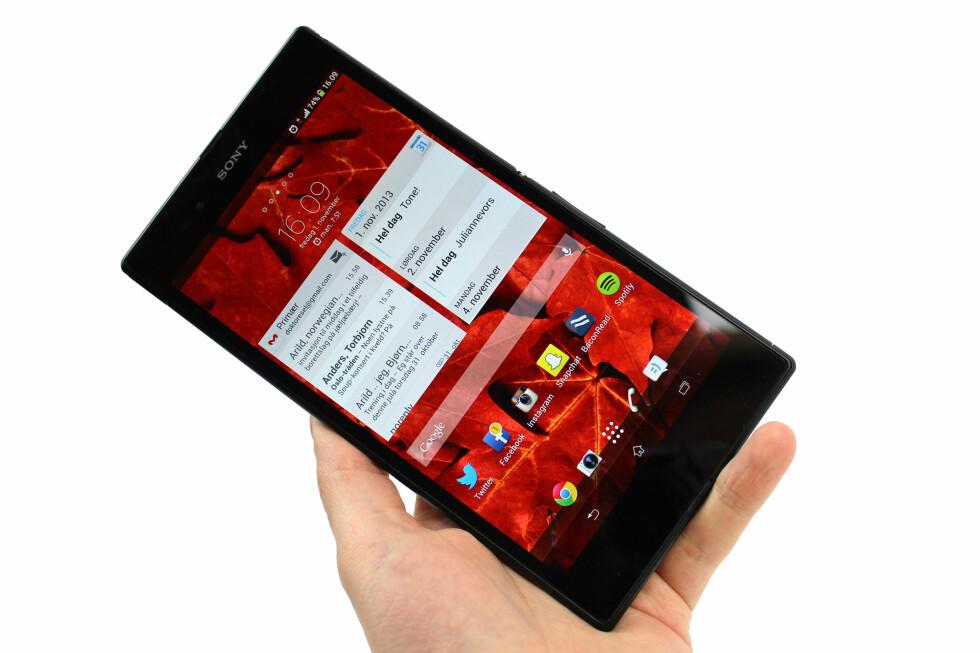 """IDC har tro på at mange vil velge en """"phablet"""" i stedet for å ha både mobil, nettbrett og PC. Her: Sony Xperia Z1 Ultra. Foto: Ole Petter Baugerød Stokke"""