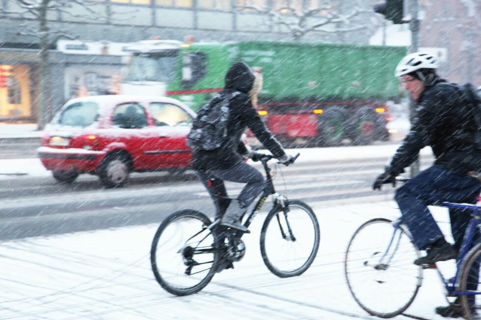 KREVENDE ØVELSE: Kler du deg riktig og bruker dekk med pigger, blir det lettere å sykle til jobb gjennom vinteren.  Foto: Colourbox.com