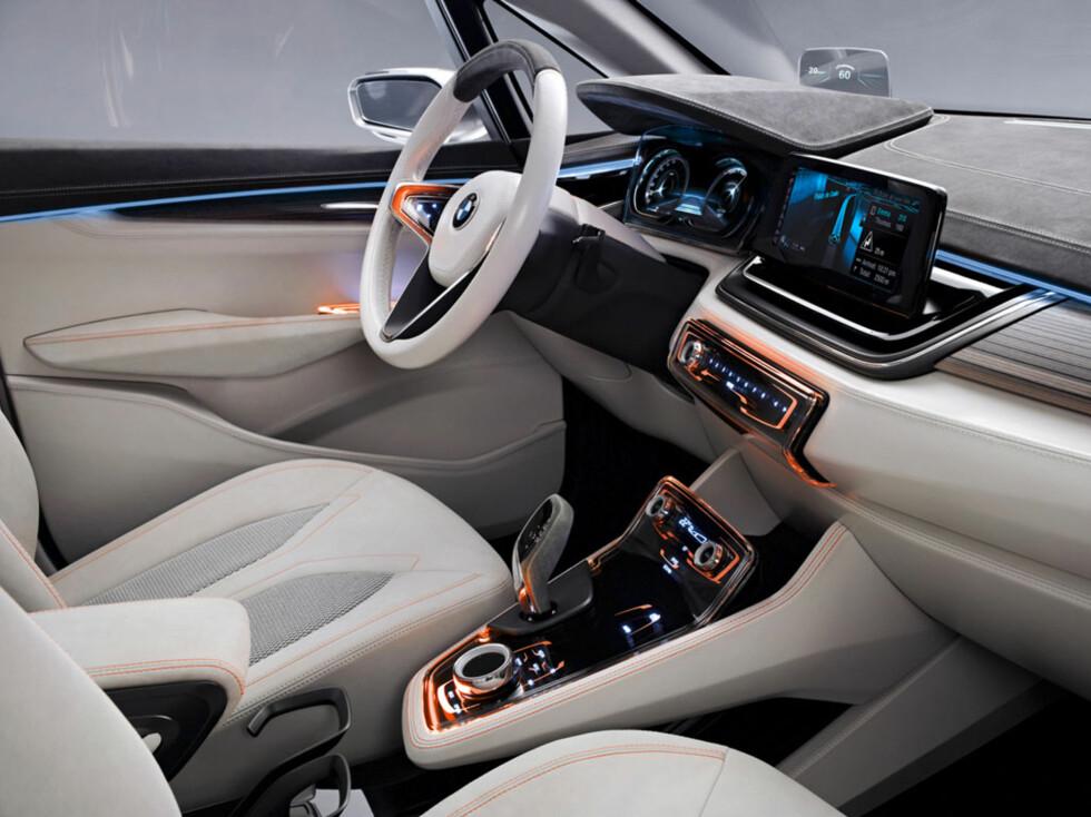i3 inspirert. Interiørløsningene er ikke veldig ulikt det du ser i elbilen i3. Foto:  BMW