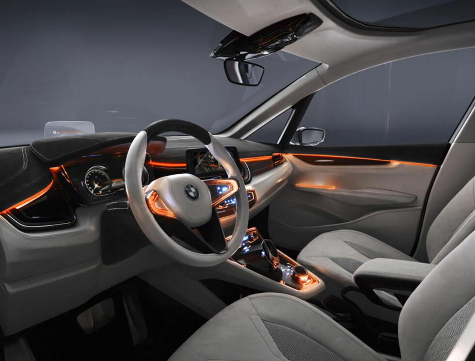 Oransj. BMW har bestandig hatt oransj belysning i bilene. Det skal de fortsette med, om enn på en annen måte enn vi er vant med. Foto:  BMW