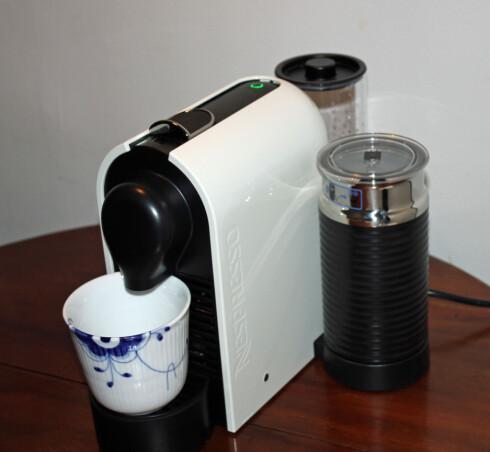 Skal vi bytte ut kaffemaskinen vår, er dett favoritten. Liten og nett, og helautomatisk. Og ikke minst laget den testens aller beste cappuccino. Foto: Elisabeth Dalseg