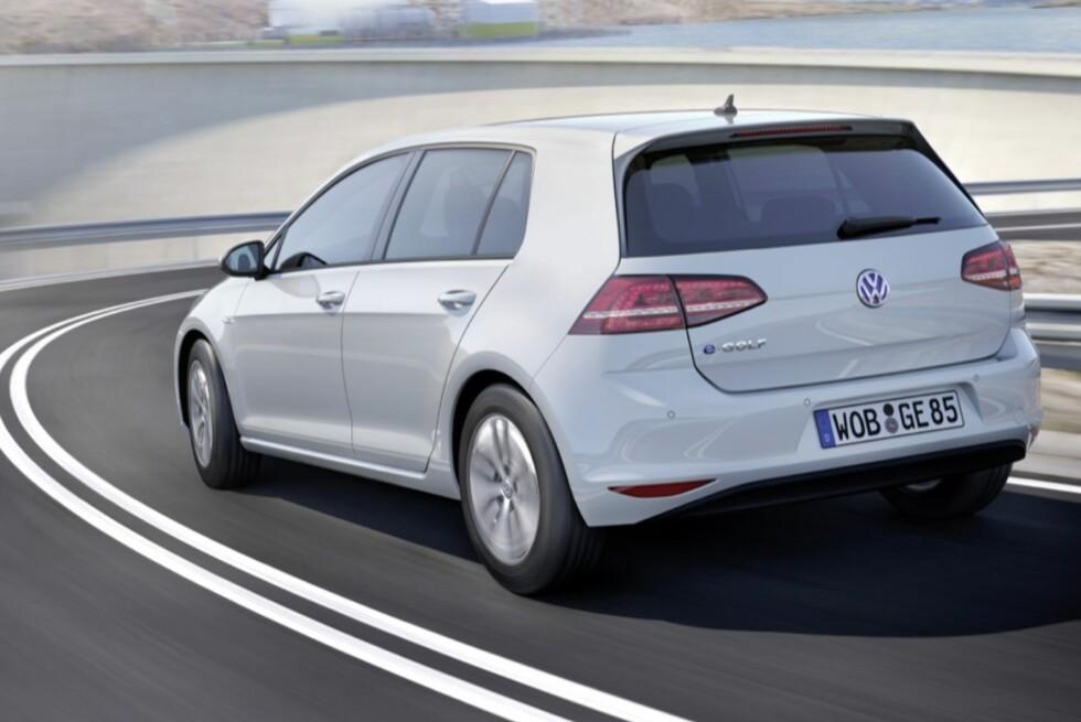 SNART PÅ PLASS: Elbilen VW e-Golf skal ifølge produsenten ha like gode ytelser og rekkevidde som hovedkonkurrenten når den kommer i salg til våren. Foto: VW