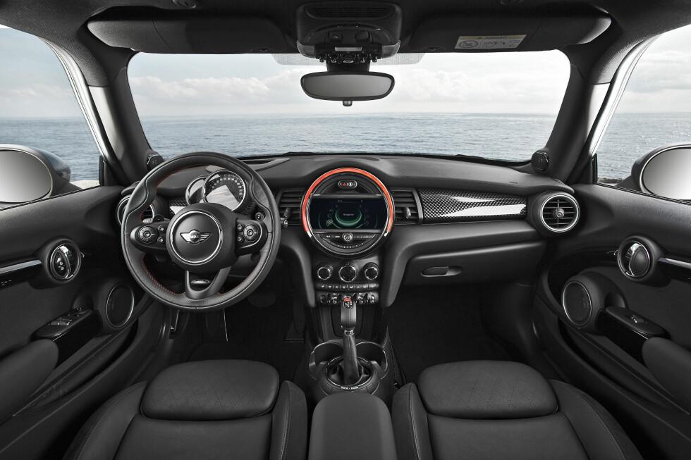 ORDEN: Det er ryddet opp i knapper, brytere og instrumenter i nye Mini.