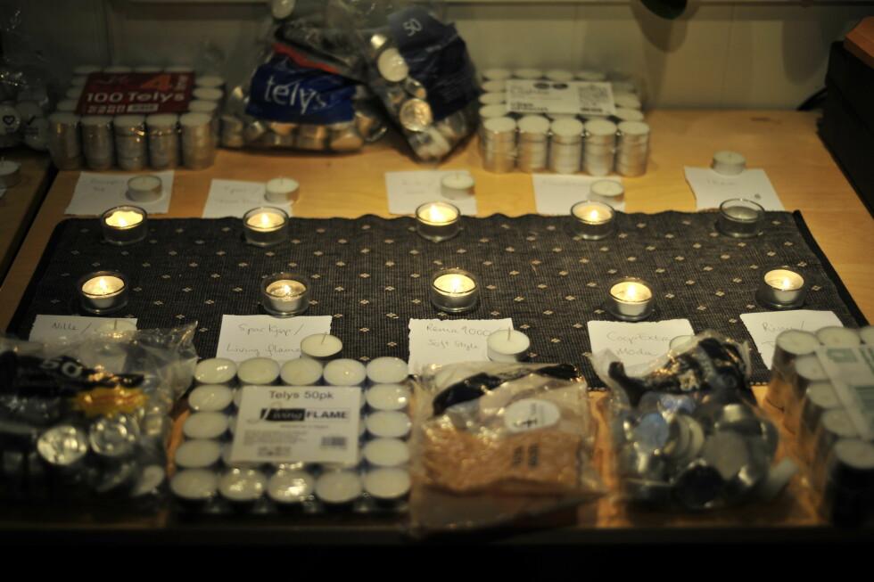 Slik ser det ut etter fire timer: Ikea-lyset har slokket (øverst til høyre), ellers brenner alle. Foto: Kristin Sørdal