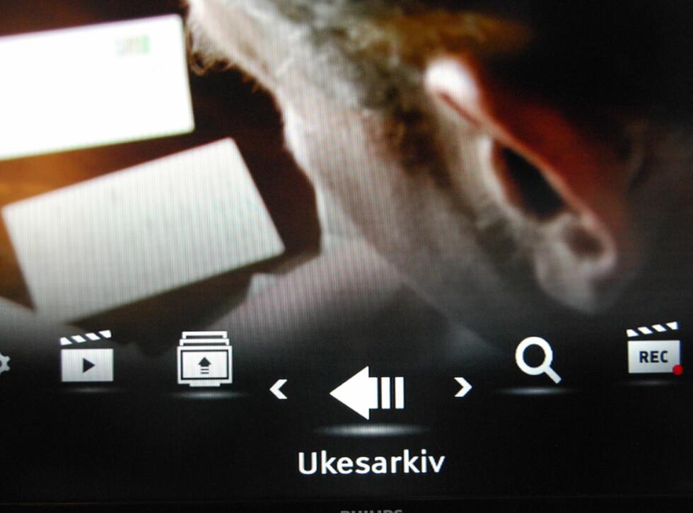 """Trykk på """"Meny""""-knappen for tilgang til """"Ukesarkiv"""".  Foto: Thomas Strzelecki"""