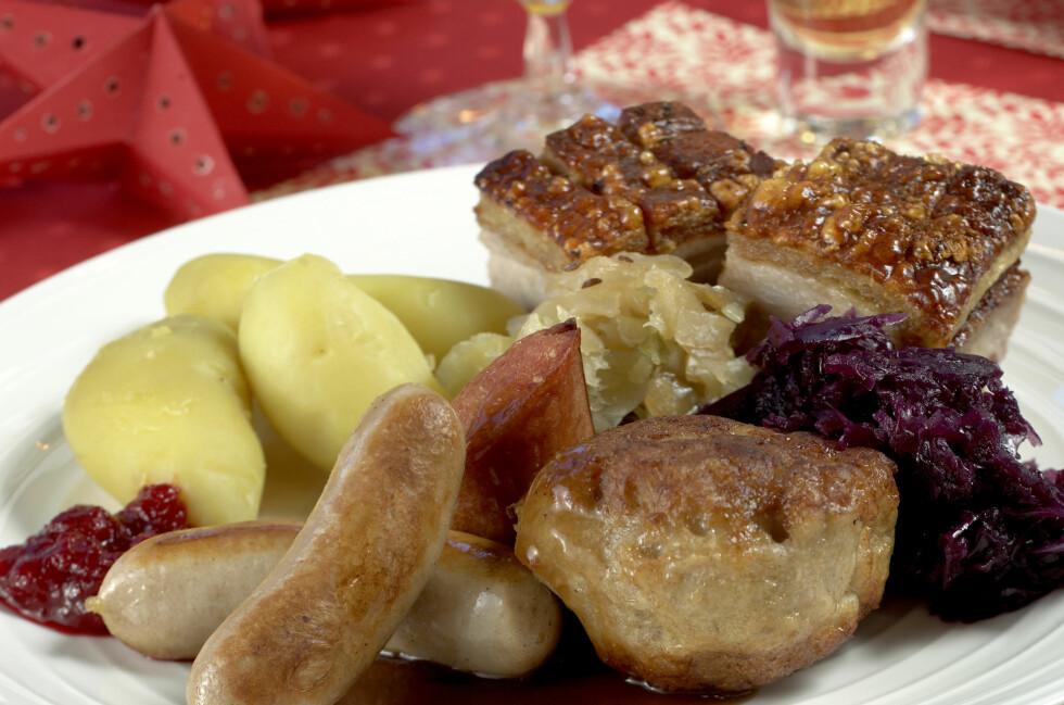 Du må Norge rundt om du vil ha den beste ribben, medisterkakene og pølsene på tallerkenen julaften. Litt enklere er det om du går for pinnekjøtt - det beste får du på Rema 1000. Foto: MATPRAT.NO