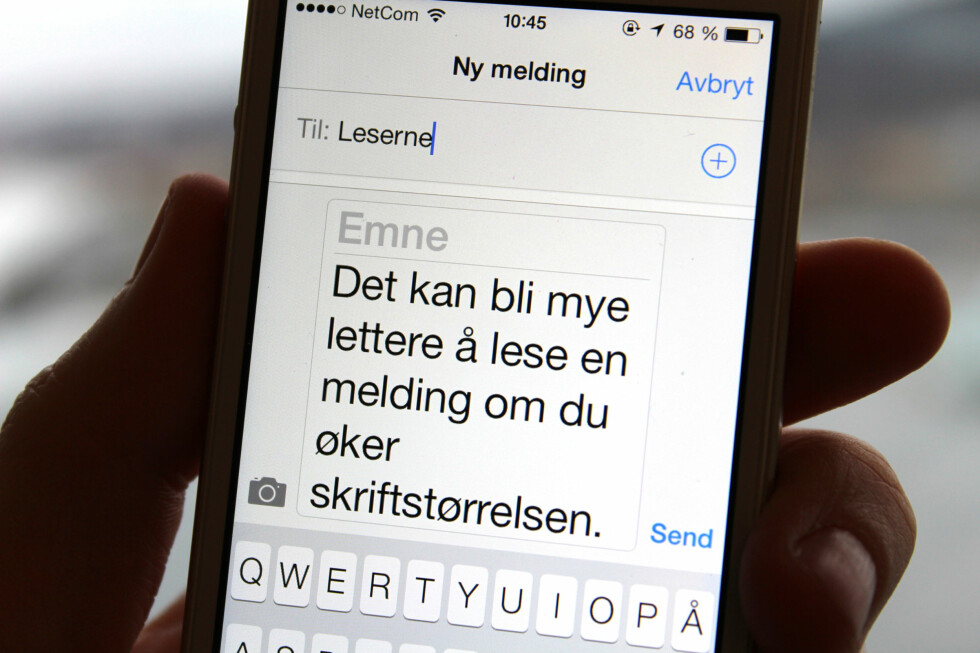 SE BEDRE: Det er flere måter du kan gjøre det lettere å lese på mobilen. Foto: KIRSTI ØSTVANG