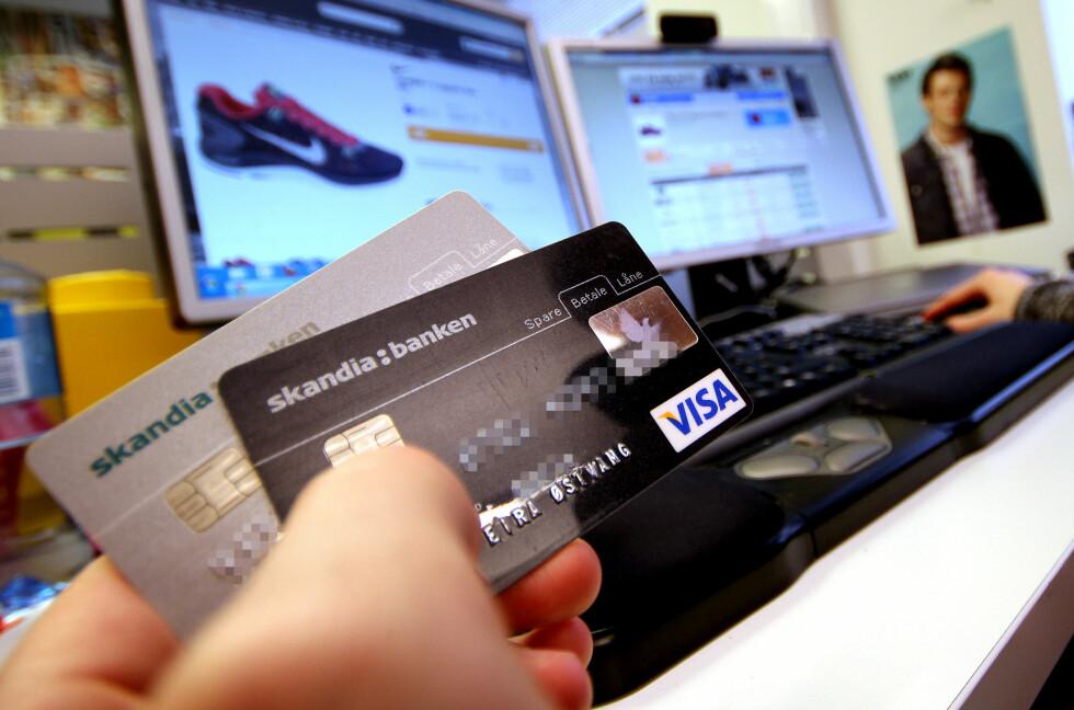 MOMS: Kjøper du varer fra utenlandske nettbutikker til over 200 kroner, må du blant annet betale moms av kjøpet. Noen vil heve grensen, andre fjerne den.  Foto: OLE PETTER BAUGERØD STOKKE