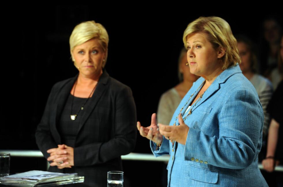 ENDRER IKKE: Siv Jensen og Erna Solberg vil foreløpig at du fortsatt må holde deg innen 200 kroner når du handler på nett fra utlandet.  Foto: ALL OVER PRESS