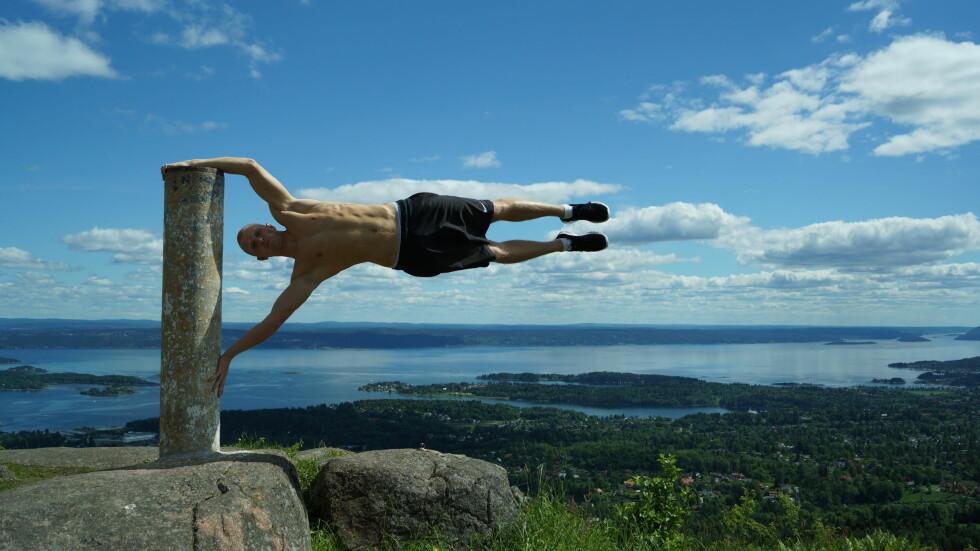 HUMAN FLAG: En øvelse som krever muskler.  Foto: Tufteparken.no