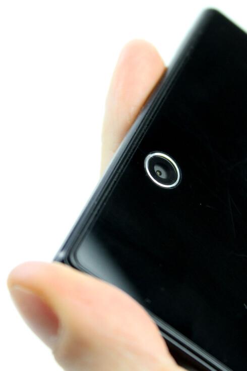 <strong>MERKELIG:</strong> Hvor ble det av blitsen, Sony? Xperia Z Ultra har ingen.  Foto: Ole Petter Baugerød Stokke