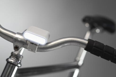 Det følger også med en LED-lykt med flere praktiske funksjoner. Foto: FlyKly