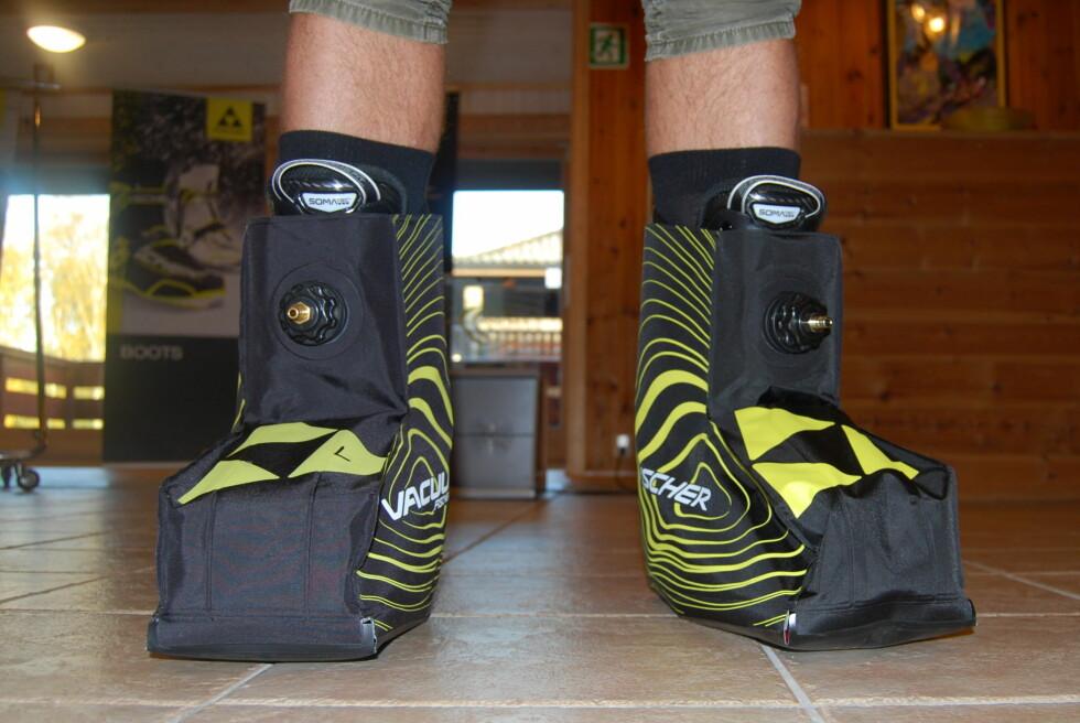 COMPRESSION PAD: Denne settes utenpå støvlene og former skoene dine på stasjonen. Foto: Anders Høegh