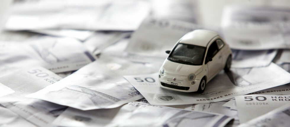 Penger og bil er to ting som opptar veldig mange. Regjeringen sender ut et skrytebudskap på situasjoner som aldri har oppstått eller som på annen måte er relevant.  Foto: COLOURBOX.COM