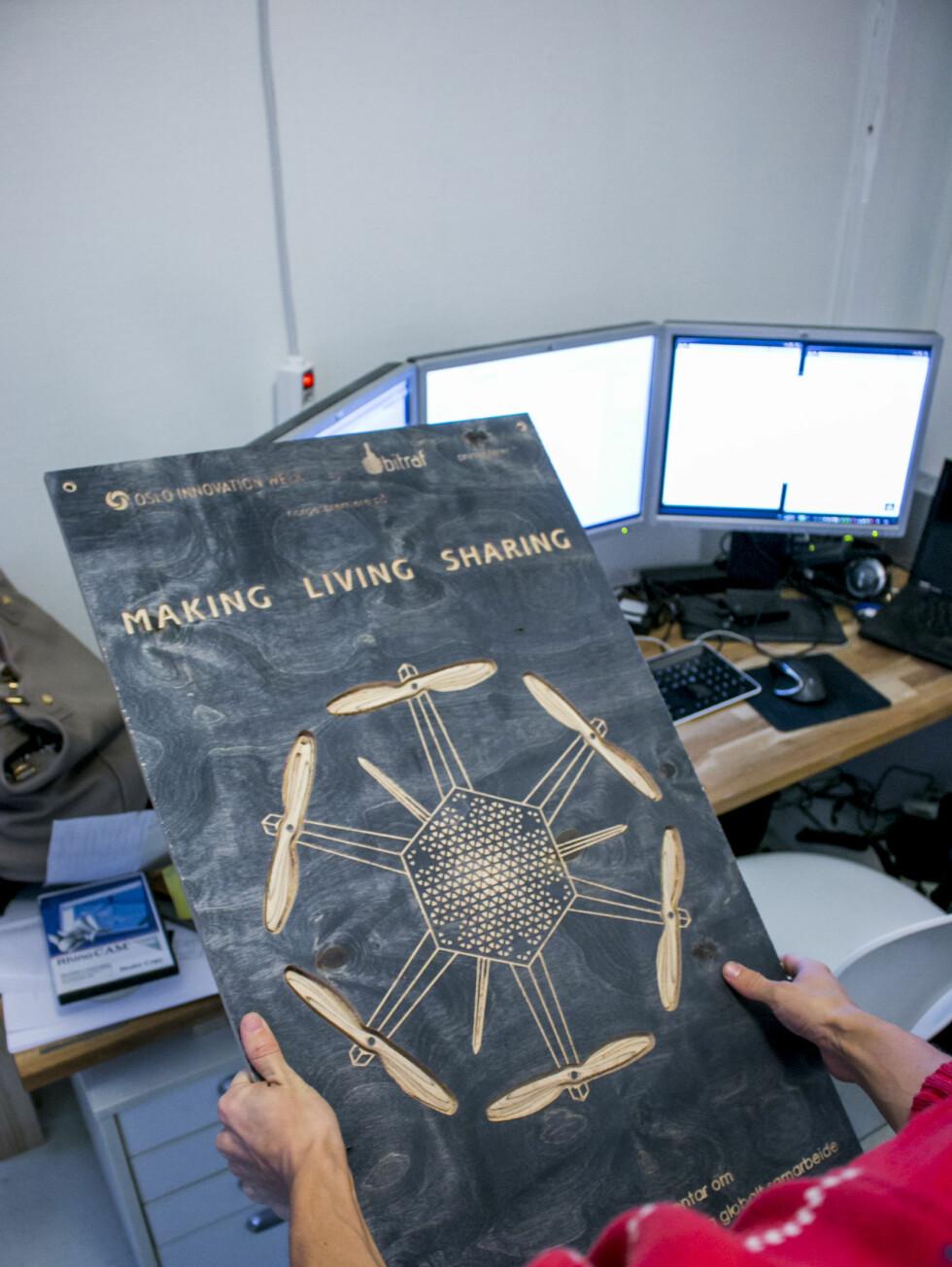 Making, living, sharing - Dyvik har selvfølgelig også designet og produsert ne tredimensjonal plakat til premièren på dokumentaren i Morgen. Foto: Per Ervland