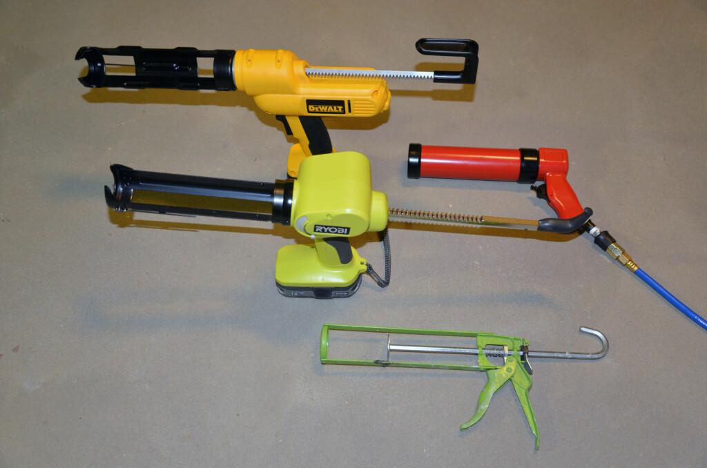 Fire forskjellige typer fugepistoler. Hva duger de til? Foto: Brynjulf Blix