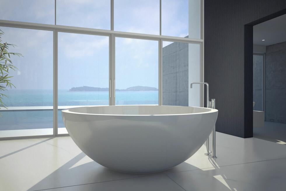 Dekton på badet. Merk at badekaret ikke er Dekton: Det kan nemlig ikke bøyes. Men som plater på gulv og vegg skal det være godt egnet, på grunn av sin lave porøsitet. Foto: cosentino